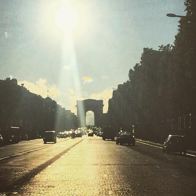 #scopeyoursky #ScopeTribe Paris after the rain, Champs Elysees #Periscope #ChantalTV #chantaltvradar @my_webspot