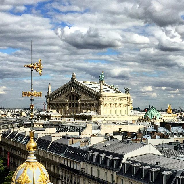 Spectacular Sky today in Paris #rooftop #printemps #operagarnier @my_webspot #chantaltvradar