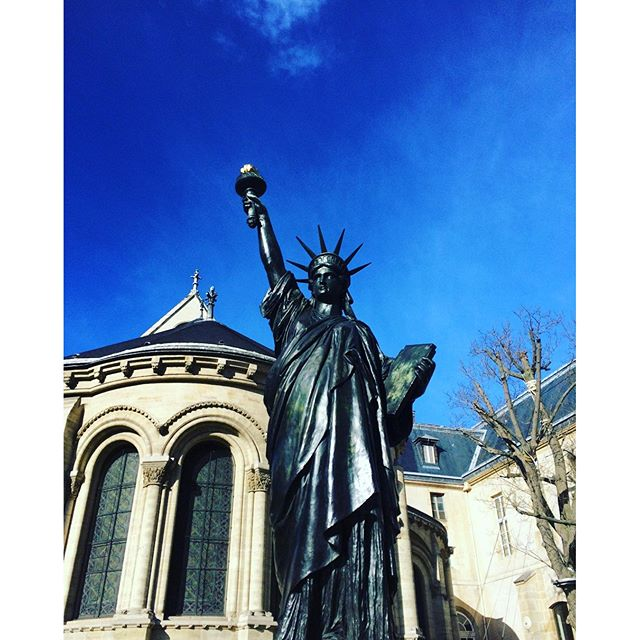 Beautiful day in Paris!! #statueofliberty #paris #sunnydayout #jetaimeparis #chantaltvradar